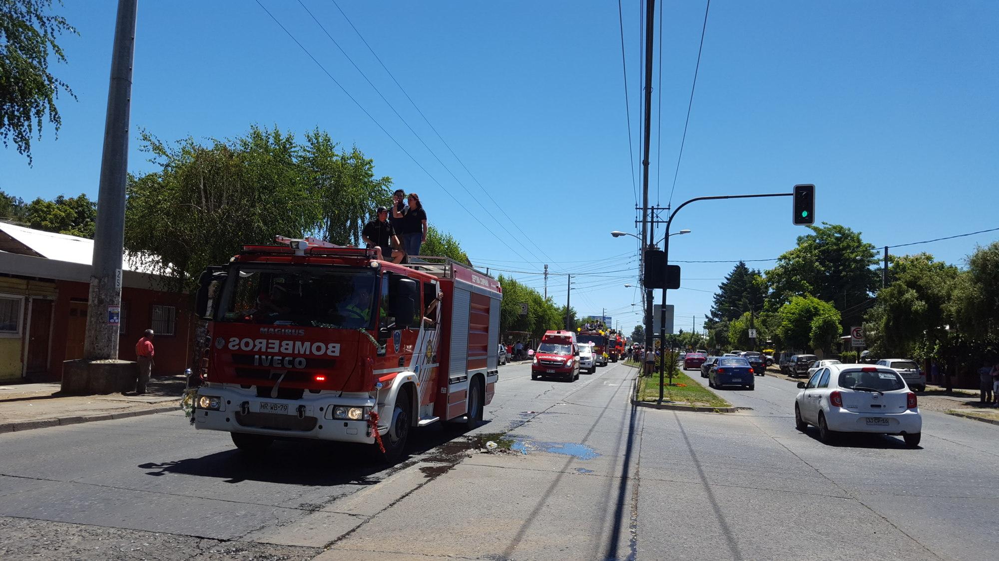 Cientos de niños angelinos disfrutaron de caravana bomberil en Los Ángeles